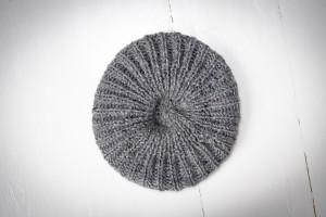 5cbb0784189e3 Czapka wykonana ręcznie   beret z wełny